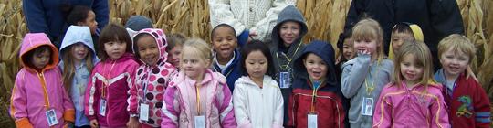 Niños sonrientes en ventaja WI
